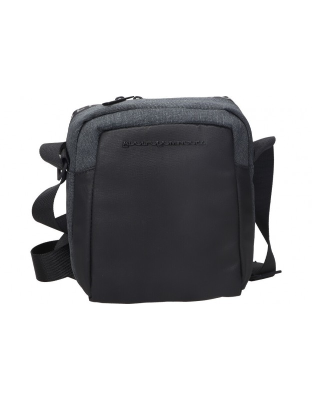 Bolso bandolera de caballero adolfo dominguez olx8343 color negro. Med: 20cm anch x 25cm alt x 5cm fnd