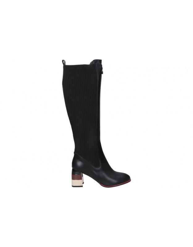Botas color negro de casual REVEL WAY 84196